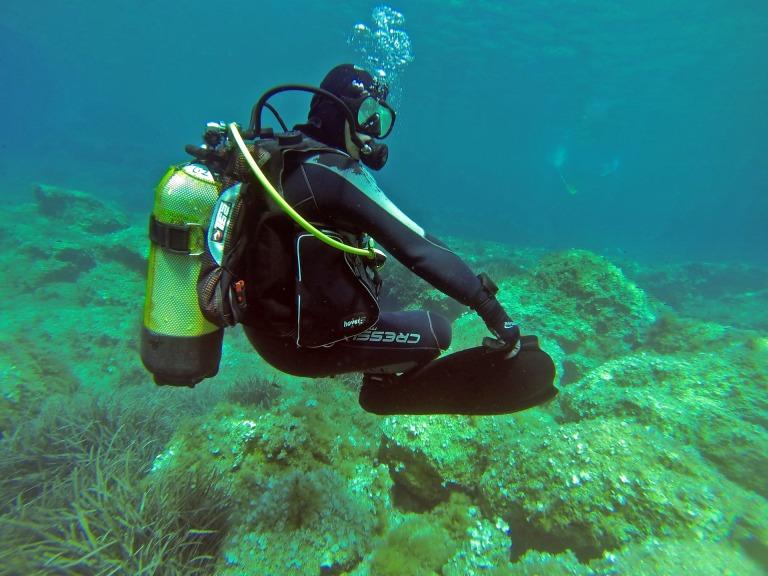 scuba-diver-1062895_1920.jpg